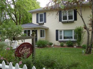Cabernet House, a perfect 4 bdrm, downtown getaway - Niagara-on-the-Lake vacation rentals