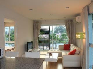 lovely 1-bed corner unit in the heart of Hua hin - Prachuap Khiri Khan Province vacation rentals