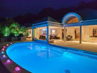 Extraordinary La Rose Des Vents offers a pool, jacuzzi, fitness room and staff - Saint Barthelemy vacation rentals