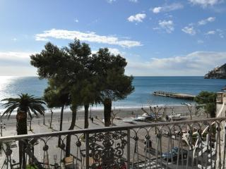 La Risacca seaview apartment, 5 steps from the sea - Minori vacation rentals