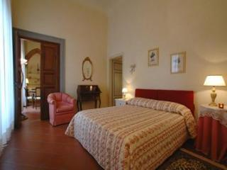 Florence, historic centre, 1 bedroom, sleeps 4 - Rome vacation rentals