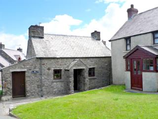 Pet Friendly Holiday Cottage - Hen Bwthyn, Mathry - Pembrokeshire vacation rentals