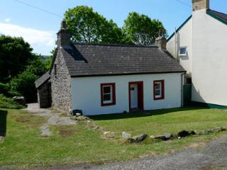 Pet Friendly Holiday Home - Ty Canol, Trefin - Trefin vacation rentals