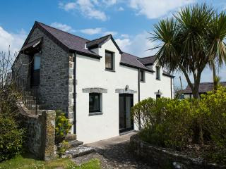 Five Star Pet Friendly Holiday Home - The Granary, Castlemartin - Castlemartin vacation rentals