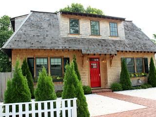 1590 - ELEGANT HOUSE LOCATED IN THE HEART OF DOWNTOWN EDGARTOWN - Edgartown vacation rentals