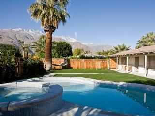 Bungalow Ranch Heaven ~ Special - Take 15% off 5 Nights thru 8/28 - Palm Springs vacation rentals