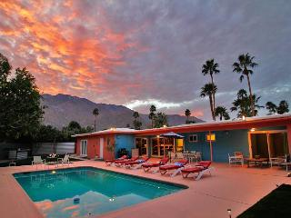 Hardy Park Hangout ~ An Entertainer's Paradise ~ - Palm Springs vacation rentals