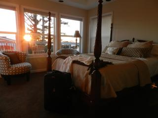 Large Master bedroom with outstanding view and jacuzzi tub for two - DON & KAY Perepchuk