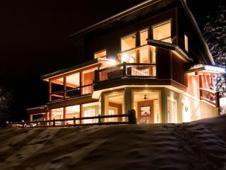 Green Chalet Rocky Mountain 3 Bedroom Chalet - Golden vacation rentals