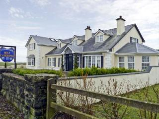DORMER VIEW, family friendly, country holiday cottage, with a garden in Barnaderg, County Galway, Ref 4581 - County Galway vacation rentals