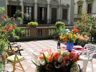 APARTMENT CONDO PRIVATE TERRACE PATIO Duomo Area - Florence vacation rentals