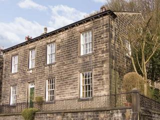 THE STAMP OFFICE, pet friendly, character holiday cottage, with a garden in Hebden Bridge, Ref 5383 - Yorkshire vacation rentals