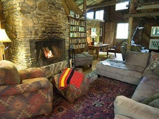 The General's Cabin- Elegant, yet rustic cabin nestled in the woods. - Kentucky vacation rentals