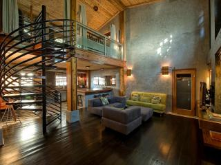 Modern 1100 sqft Loft, 1 Blk to Beach, Sleeps 5 - Florida South Atlantic Coast vacation rentals