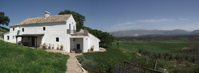 Finca Farmhouse with mature garden and fantastic atmospheric view of silent uninhabited valley - Big House Family Group Villa Finca El Almendrillo - Granada - rentals