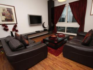 Stylish and contemporary apartment sleeps 6 - Dubai vacation rentals