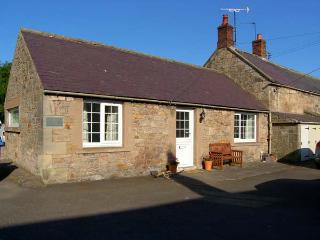 BLOOMFIELD COTTAGE, romantic, country holiday cottage, with open fire in Powburn Near Alnwick, Ref 6378 - Powburn Near Alnwick vacation rentals