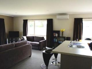 No 18 Motu-Au Close Cottage, Fiordland - Manapouri vacation rentals