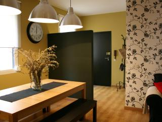 Beautiful Apt at Gracia, Near Pg De Gracia - Barcelona vacation rentals