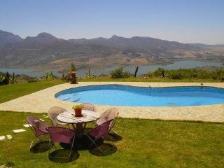 Vacation home with pool  in the heart of Andalusia - El Gastor vacation rentals