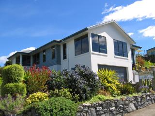 Bay Vista KAITERITERI - Luxury 3 Bedroom Property. - New Zealand vacation rentals