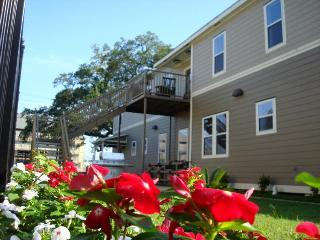 pet friendly 3 bedroom condo,downtown lafayette sleeps 6 or 8 - Lafayette vacation rentals