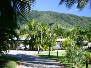 Clifton Palms Holiday Apartments - Cairns District vacation rentals