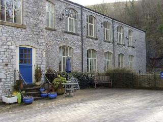 6 PHOENIX BUILDING, family friendly, country holiday cottage in Litton Mill In Miller's Dale, Ref 5490 - Derbyshire vacation rentals