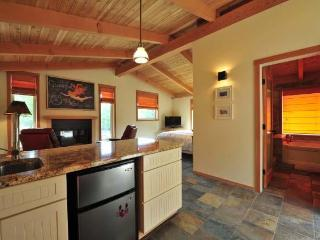 Salt Spring B&B -sparkling modern farmhouse studio - Gulf Islands vacation rentals