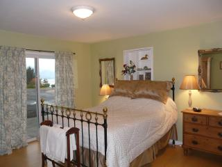 2 bedroom guest suite with fabulous lake views - Naramata vacation rentals