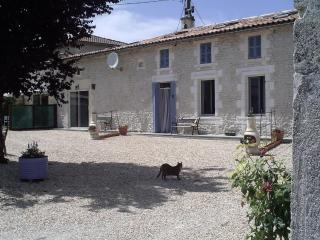 Chez Mamie- Farmhouse Gite in Charente Countryside - Jonzac vacation rentals