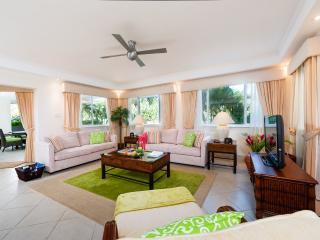 Luxury south coast beachfront condo, pool, gym - Hastings vacation rentals