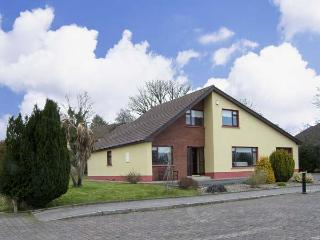 5 CASTLE VIEW, family friendly, country holiday cottage, with a garden in Manorhamilton, County Leitrim, Ref 4620 - County Leitrim vacation rentals