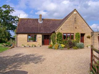 PEACEMERE, pet friendly, country holiday cottage, with a garden in Gillingham, Ref 5270 - Dorset vacation rentals