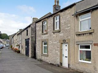 QUEENS COTTAGE, family friendly, luxury holiday cottage, with a garden in Tideswell, Ref 4550 - Tideswell vacation rentals