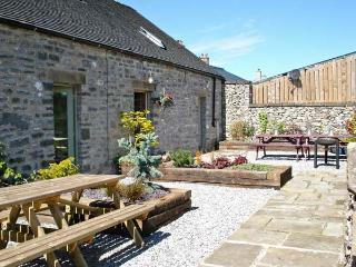 SPINGLE BARN, pet friendly, luxury holiday cottage, with a garden in Monyash, Ref 5469 - Derbyshire vacation rentals