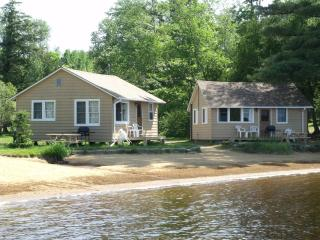 Algonquin - Parkway Cottage Resort & Trading Post PERFECT FOR FALL COLOURS - Algonquin Park vacation rentals