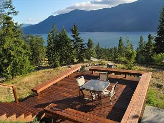 Private Hideaway on 20 acres with big views of the Lake and Mountains! - Cle Elum vacation rentals