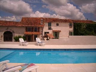 Le Grand Vignaud Gites - 4 cottages:  large swimming pool & stunning views - Poitou-Charentes - rentals