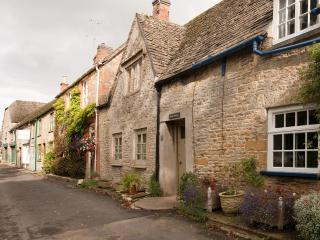 Cosy luxurious cottage, in the heart of Stow. - Stow-on-the-Wold vacation rentals