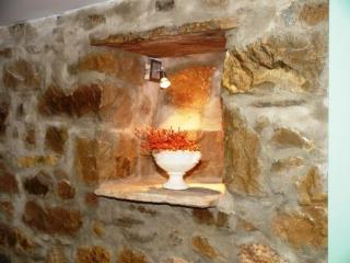 Apartment Sara in an authetic stone house - Split vacation rentals