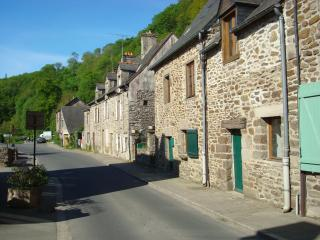 2-3 bedroom 17C stone cottage in Lehon France - Brittany vacation rentals