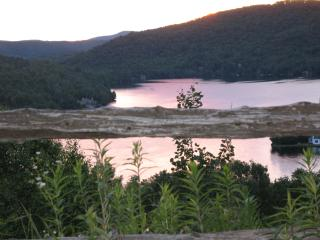 Affordable escape in beautiful Tremblant-Lake View - Mont Tremblant vacation rentals