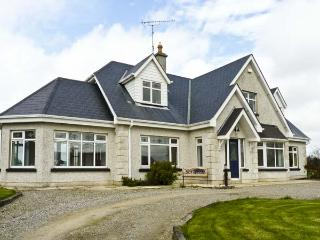 SEVEN GABLES COTTAGE, pet friendly, with a garden in Gorey, County Wexford, Ref 4629 - County Wexford vacation rentals