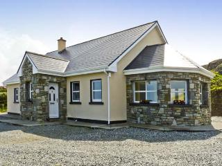 HIGHBURY, family friendly, with a garden in Tully, County Galway, Ref 4625 - Tully vacation rentals