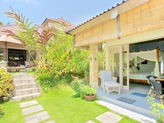 Bungalow Jepun in the Ricefields of Ubud with Pool - Kansas vacation rentals