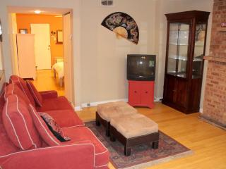 Garden Apt in Lincoln Park1 Block to L/Red Line - Chicago vacation rentals