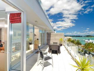Seaside Luxury - Nelson Waterfront Apartment - New Zealand vacation rentals