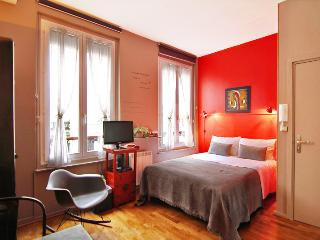 Luxury Design Self-catering B&B-Maison Zen - 12th Arrondissement Reuilly vacation rentals
