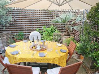 Spacious and stylish home with charming outdoor space- Fulham - London vacation rentals